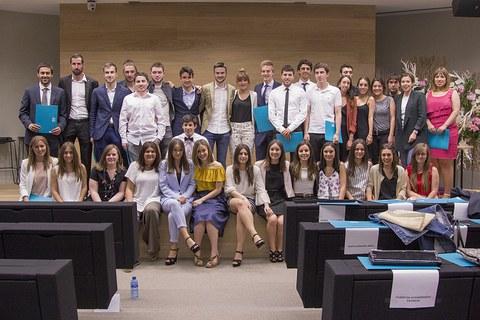 129 alumnos de GADE y de máster reciben sus diplomas
