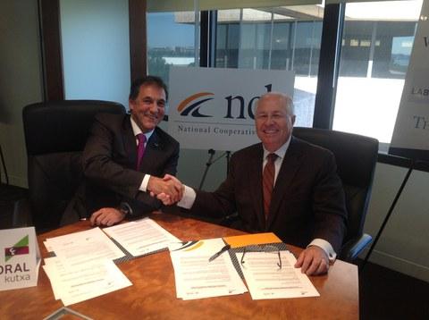 Acuerdo internacional entre Laboral Kutxa y National Cooperative Bank