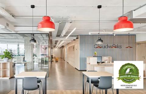 Certificado Indoor Advantage Gold de sostenibilidad para el mobiliario Enea