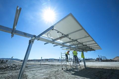 EKIAN, el mayor parque solar de Euskadi, ya luce placas fotovoltaicas