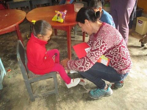 Eroski dona 25 toneladas de ropa a la ONG Federación Niños del Mundo