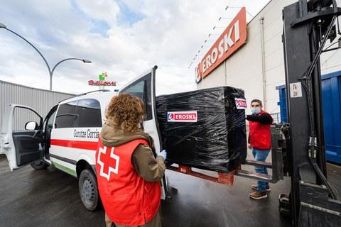 EROSKI donará ropa para más de 500 personas sin hogar