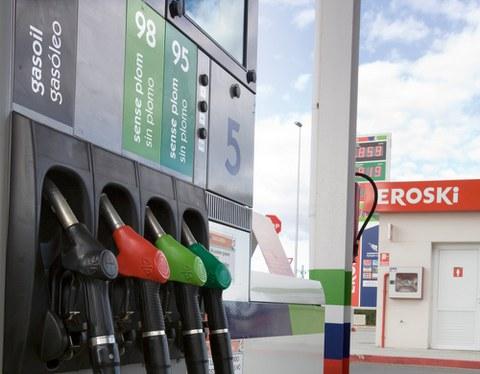 Eroski vende 28 gasolineras a Axa Real Estate