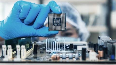 Escasez de microchips: por qué hay una crisis de semiconductores y cómo puede afectarte