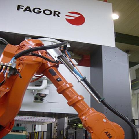 Fagor Arrasate ha desarrollado una línea de estampación automática de alta velocidad y piezas de grandes dimensiones para el sector del automóvil