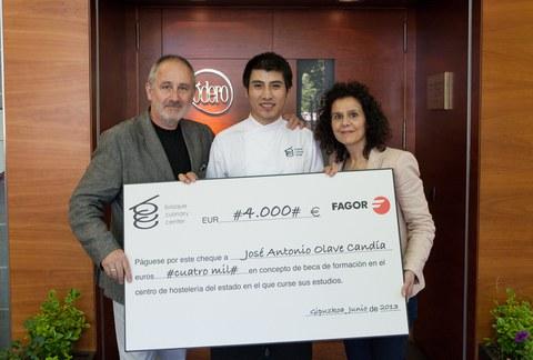 Fagor Electrodomésticos entrega una beca de estudios a un alumno de Grado de Basque Culinary Center