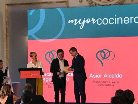 Fagor Industrial entrega a David Arellano el galardón como mejor cocinero en los premios Talento Gastro