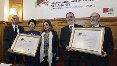 Francisco Etxeberria y Mari Carmen Gallastegi reciben el Premio Eusko Ikaskuntza-Laboral Kutxa