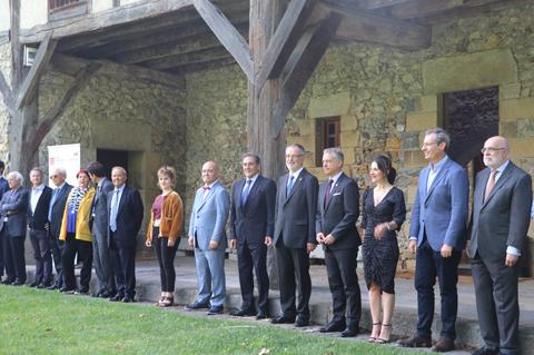 Juan Ignacio Pérez Iglesias y Aizpea de Atxa, premios Eusko Ikaskuntza-LABORAL Kutxa