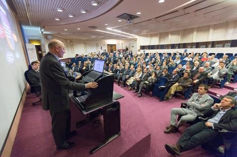 Juan Mari Palencia habló del presente y futuro de la automoción en la Asamblea de las cooperativas navarras