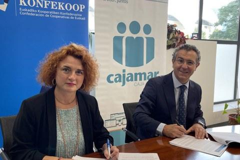 Konfekoop y Cajamar firman un convenio para el fomento cooperativo