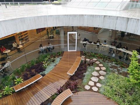 La geometría simple de ENEA-Lottus en la Green Square de Sydney (Australia)