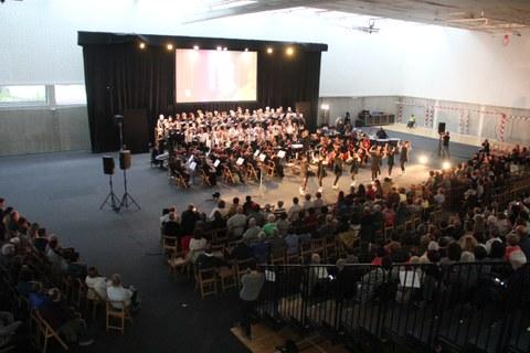 La sinfonía cooperativa seduce al público atxabaltarra