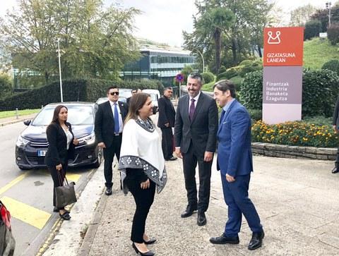 La vicepresidenta de Ecuador visita la Experiencia