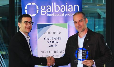 Manu Colino Vega recibe el premio GALBAHE al inventor del año