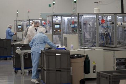 Mondragon Assembly fabrica 4 líneas de producción de mascarillas para Inditex