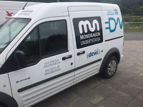 Mondragon Unibertsitatea compra tres coches eléctricos para I+D