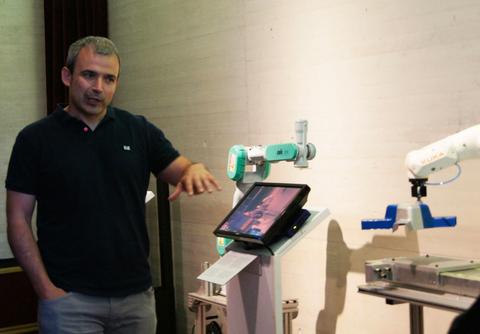 Mondragon Unibertsitatea presenta el robot Kuka KR3 Agilus