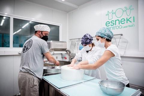 Nace el primer Centro Lácteo del País Vasco, impulsado por Leartiker