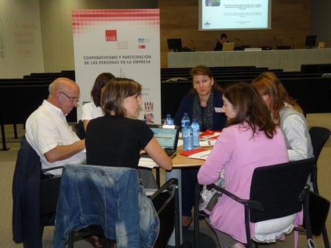 Representantes de cooperativas e instituciones analizan en Oñati una nueva herramienta para pequeñas y medianas cooperativas