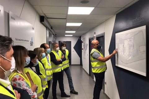 Representantes forales visitan las obras de ampliación de Kide en Berriatua
