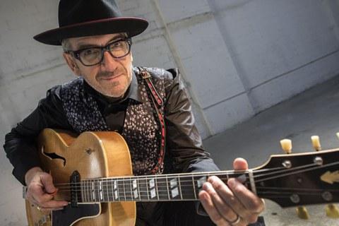 ¿Te apetece acudir al concierto de Elvis Costello?