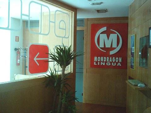 ZUTIKO y MondragonLingua firman un acuerdo de colaboración
