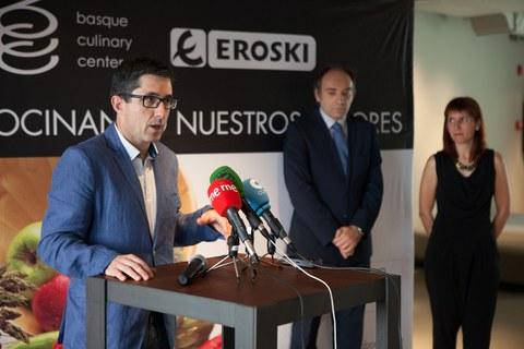 """Basque Culinary Centerrek eta Eroskik """"Gure zaporeak sukaldean"""" lehiaketaren IV. edizioa deitu dute tokiko produktuak sustatzeko"""