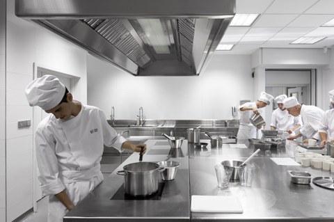 Basque Culinary Centerreko 165 ikasleek praktika ofizialak egin dituzte udan Estatu osoko jatetxeetan
