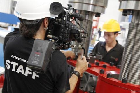 Fagor Arrasate, Txinan filmazioak egiten