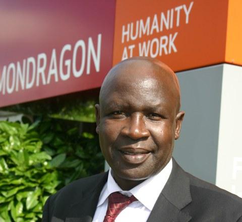 Kenyako enbaxadoreak MONDRAGON bisitatu zuen
