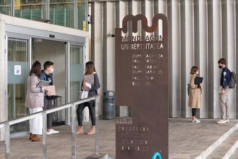 Mondragon Unibertsitateak maiatzera arte eskainiko ditu ate irekien jardunaldiak