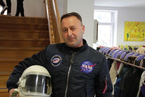 NASAko astronauta Arizmendi Ikastolan bisitari