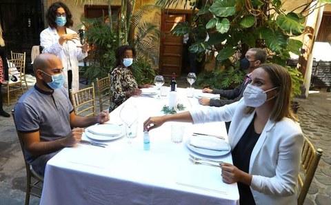 Nola jokatu Gabonetako familia ospakizunetan